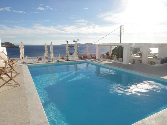 Lithos by Spyros & Flora: Pool