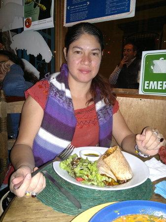 Cocoliche San Cristobal : Disfrutando la cena en un ambiente sumamente agradable