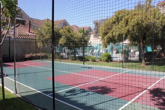 Hyatt House Pleasanton: ホテル内のテニスコート