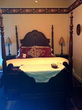 Weaverville Hotel & Emporium: Comfortable bed