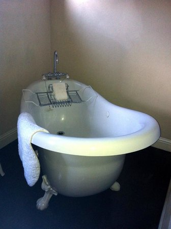 Weaverville Hotel & Emporium : Loved the champagne tub.