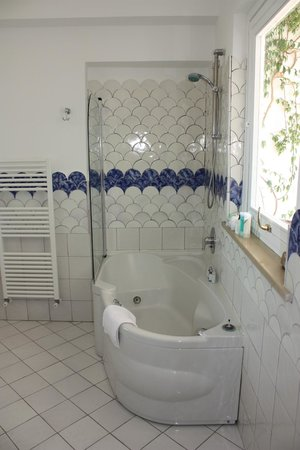 Hotel Marincanto: bathroom