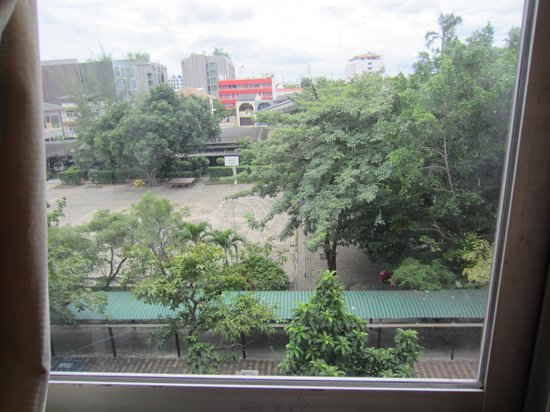 Convenient Park Bangkok: our view  into the school yard