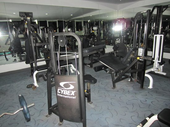 Convenient Park Bangkok: fitness room no ac like a sauna