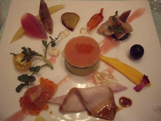 The Windsor Hotel Toya: 前菜  かぼちゃ かぶ 人参など 野菜が彩りよく盛り付けてあります。