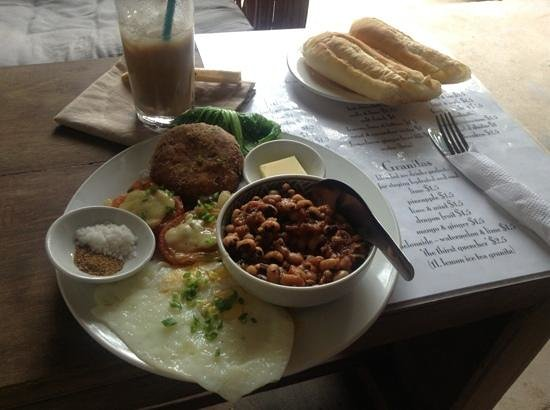 Cafe Espresso Kampot: An amazingly filling breakfast with atmosphere to match