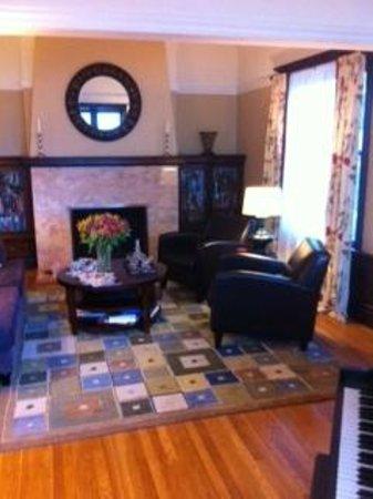 Parker Guest House: Front loungeroom