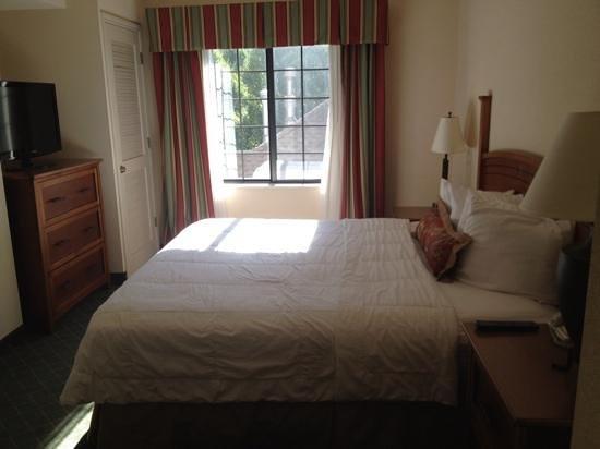 Staybridge Suites Aurora/Naperville : king size bed