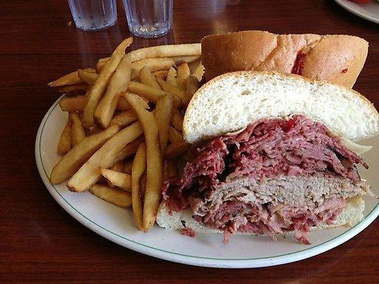 Teddy's Restaurant & Deli: Big sandwiches