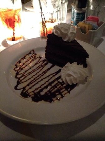 Landry's Seafood House : chocolate moose cake