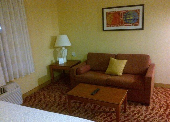 TownePlace Suites Houston Northwest: Sofa and table, seating corner