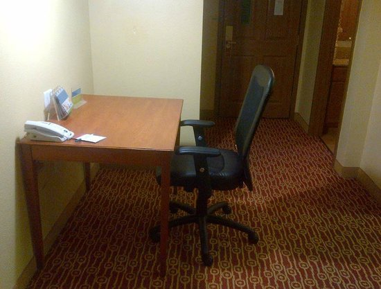 TownePlace Suites Houston Northwest: Workdesk with adjustable office chair, with power outlet and light from top