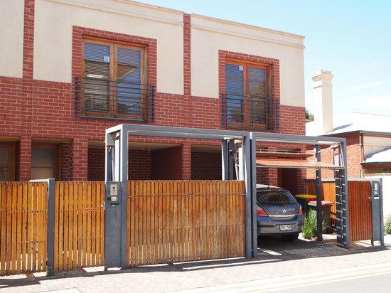 Adelaide DressCircle Apartments - Bower Street: Bower St Townhouse