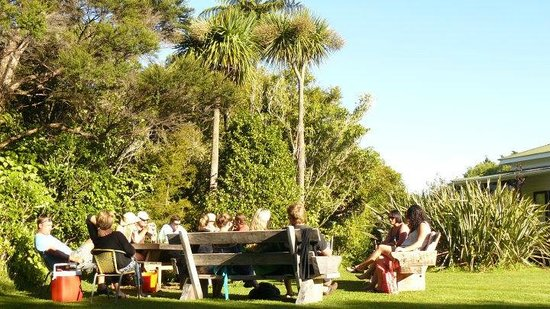 The Innlet Backpackers and Cottages : Enjoying the sunshne