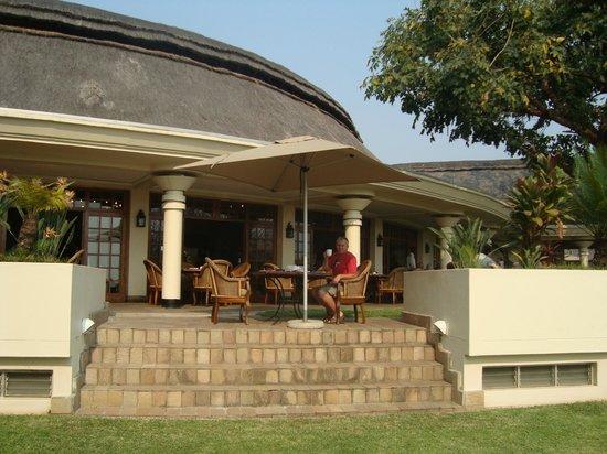 Ilala Lodge: Breakfast on the veranda