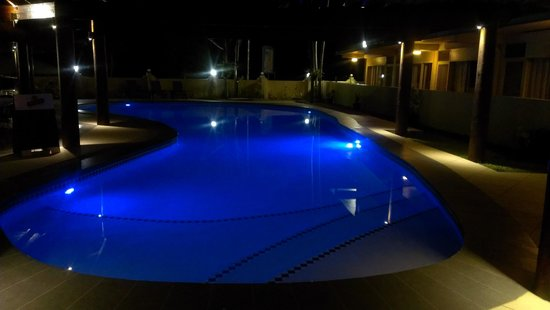 Kaiviti Motel : Pool by night