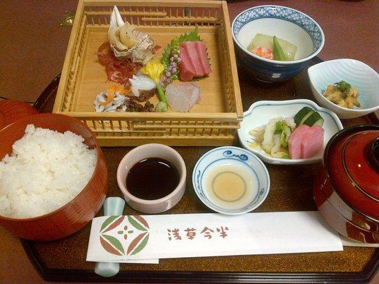 Asakusa Imahan Kokusai Dori Honten: sashimi
