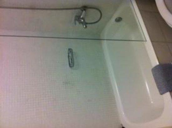 Daedalus Hotel: Smallest bathrom ever!