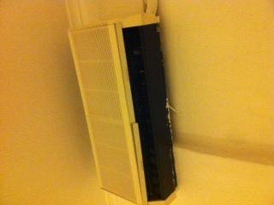 Daedalus Hotel: Air conditioner.