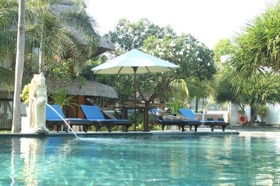 Puri Saron Hotel Baruna Beach Cottages Bali: Kolam renang