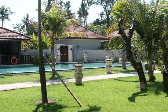 Puri Saron Hotel Baruna Beach Cottages Bali: Kolam renang ketiga di depan villa