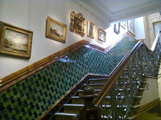 Brighton Museum and Art Gallery : Лестница на второй этаж