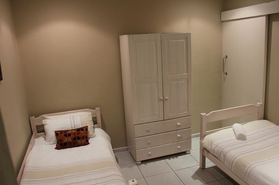 Smithland Guest Apartments: Ground floor bedroom