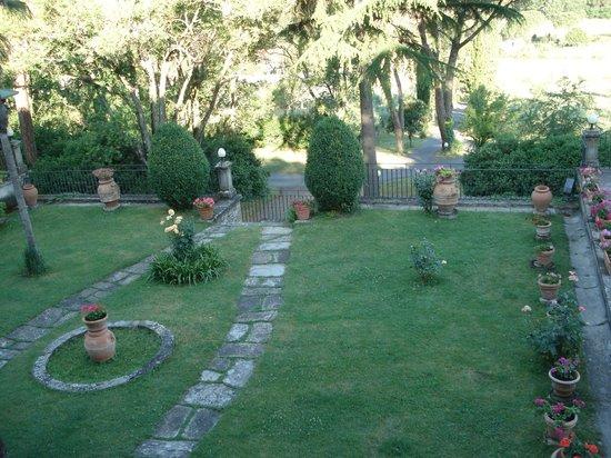 Casa Volpi: Der Garten vor dem Albergo