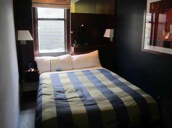 Club Quarters Hotel, Wacker at Michigan : Very Small Room