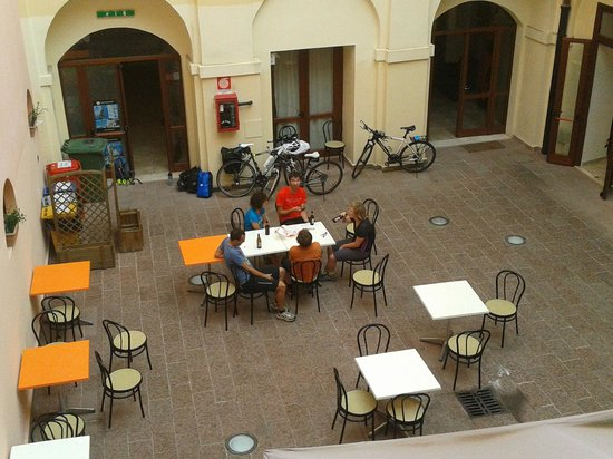 Hostel Marina: Courtyard for bfast and wifi