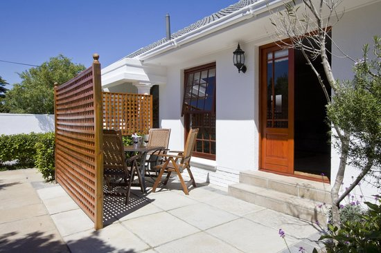 Dongola Guest House: Private patio for the selfcatering 1/2 bedroom suite
