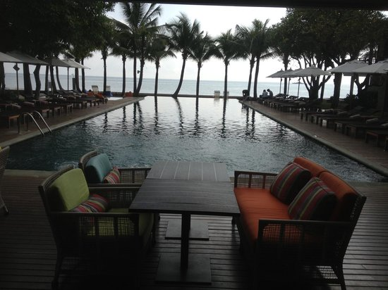 Rest Detail Hotel Hua Hin: Pool from the restaurant end