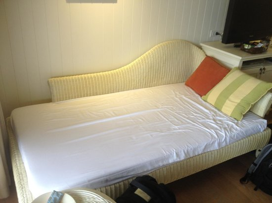 Rest Detail Hotel Hua Hin: Day bed/extra kids bed in the room