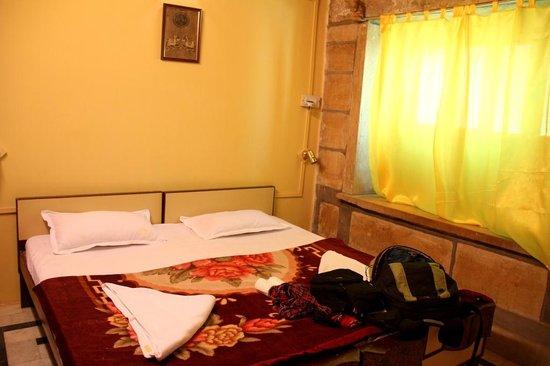Surja Hotel : Hotel room.
