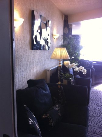 Brincliffe Hotel: Beautifully decorated lounge