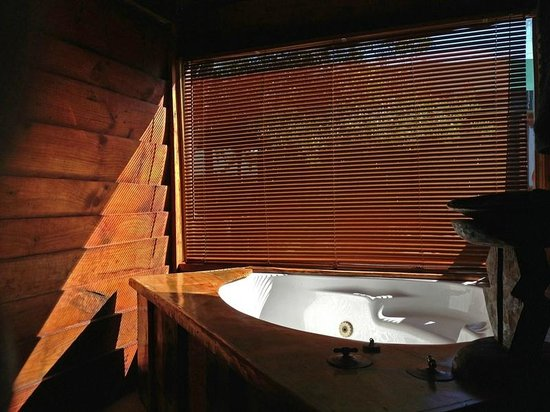 7 Passes Tented Camp : Loved the bath!
