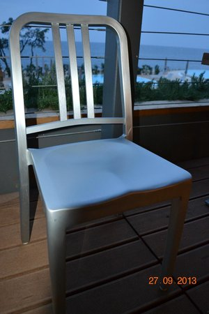 Amarin Studio and Apartments: Chairs at the restaurant
