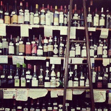 Cantine Isola : fantasia di bottiglie