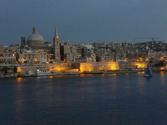 Hotel Fortina: View across to Valletta