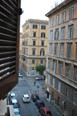 B&B Two Flowers: see rome as it wakes up