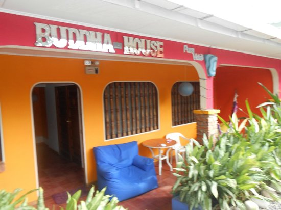 Buddha House Boutique Hostel: Before our room a place to relax