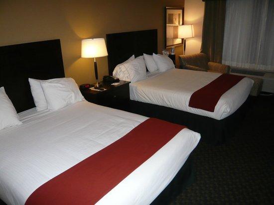 Holiday Inn Express & Suites Clinton: dos camas amplias