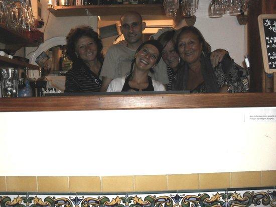 Il Piccolo Rifugio: Foto con le donne del gruppo