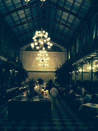 NH Collection Amsterdam Grand Hotel Krasnapolsky: salone da ballo oggi per il ricco breakfast