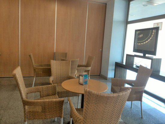 Apartamentos Fenix Beach: Cafetería