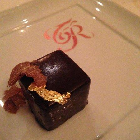 La Tenda Rossa: Cube of hazelnut, chocolate and truffle
