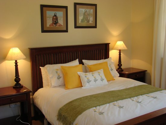 Lions River Country Cottages: Guest Suite - bedroom