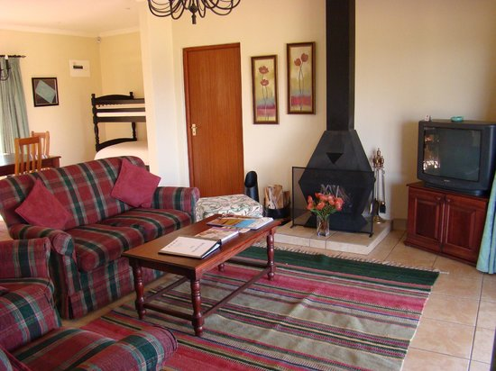 Lions River Country Cottages : Prote cottage - lounge