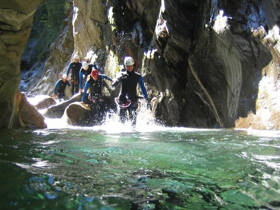 Alpine School Bergaufbergab: Canyoning Bodengo