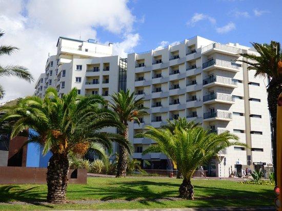 The Jardins d'Ajuda Suite Hotel: L'Hotel vu de la rue
